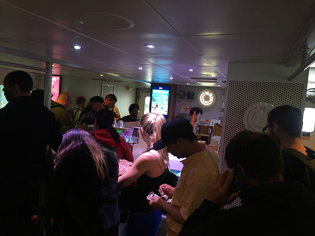 NYC-Ferry,-bar-line