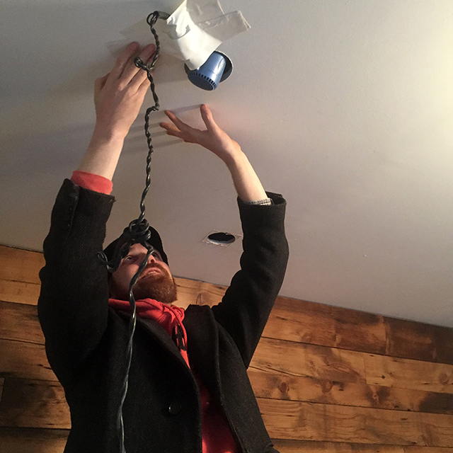 Warming-the-ceiling-soffit-with-my-blow-dryer