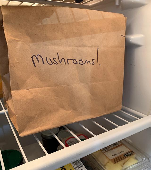 Store-mushrooms-in-a-brown-paper-bag